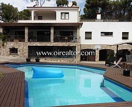 Idílica casa de estilo mediterráneo en venta en la urbanización Bellamar