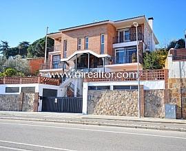 Gran chalet en venta con vistas al mar y cerca del centro del pueblo en Argentona