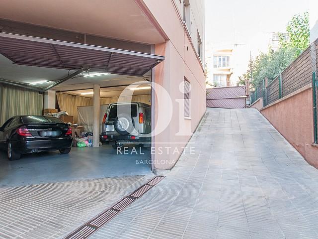 Вид гаража на 2 машины в прекрасном доме на продажу в Mongat, округ Tiana, зона Maresme