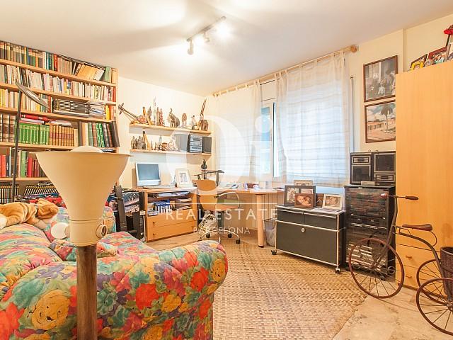 Вид комнаты сьют в прекрасном доме на продажу в Mongat, округ Tiana, зона Maresme