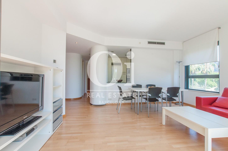 Grand salon-salle à manger lumineux dans un appartement en vente à Barcelone, Diagonal Mar