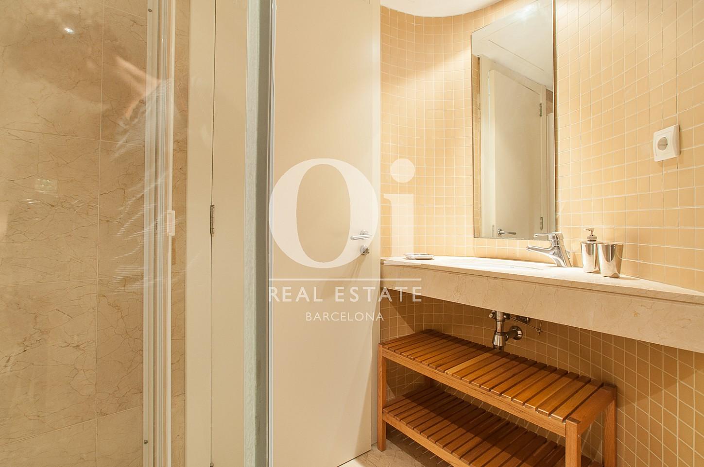 vista de impecable baño en piso en venta en Barcelona, Diagonal Mar