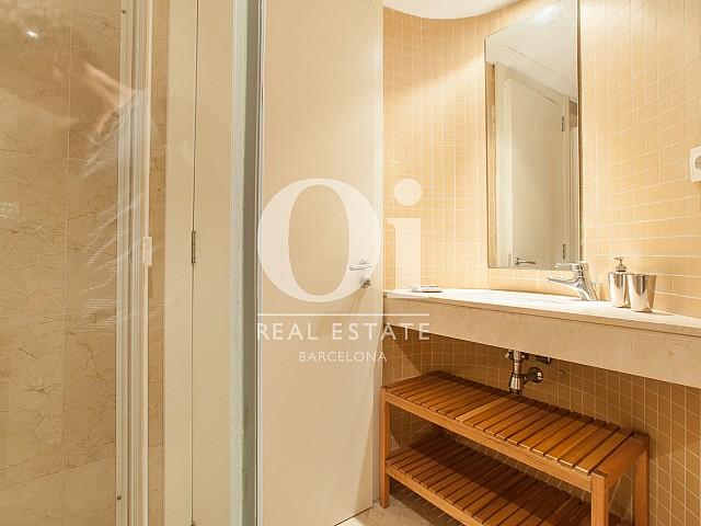 Badezimmer in Luxus-Wohnung mit Pool zum Kauf in Diagonal Mar in Barcelona