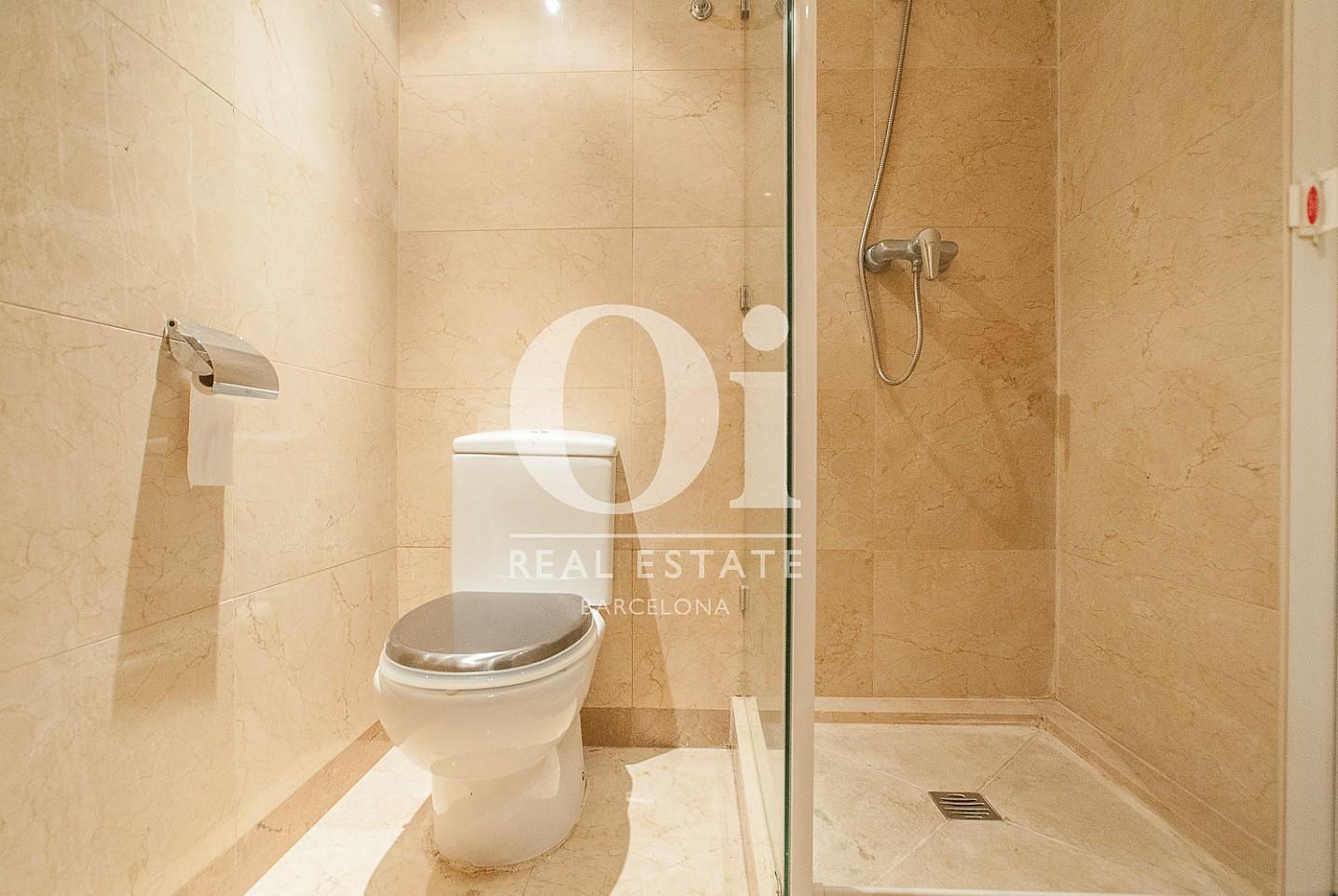 vista de baño con ducha en piso en venta en Barcelona, Diagonal Mar