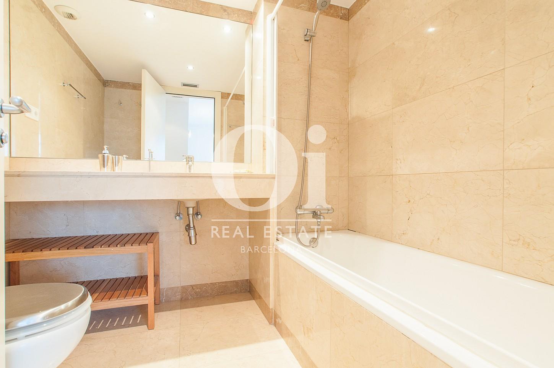 Belle salle de bain complète dans un appartement en vente à Barcelone, Diagonal Mar