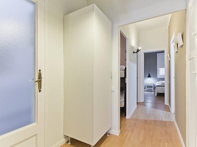 Entrée dans un appartement de rêve à louer à Poble Sec