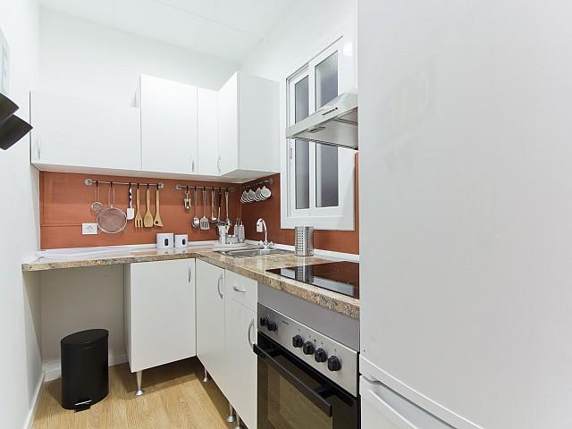 Cuisine équipée et fonctionnelle dans un appartement de rêve à louer à Poble Sec