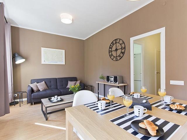 Grand salon-salle à manger dans un appartement de rêve à louer à Poble Sec