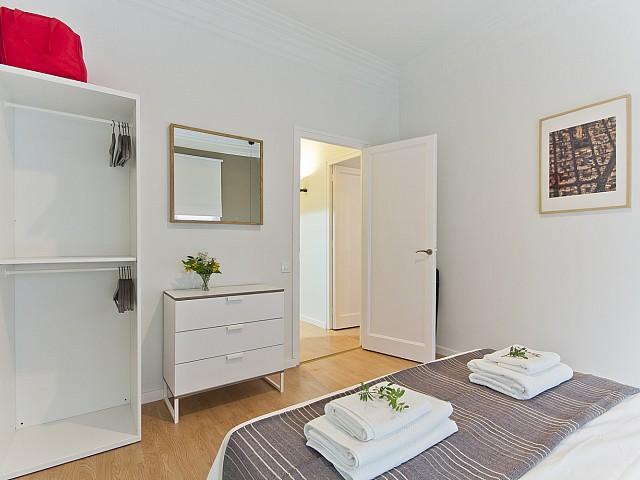 Excellent bedroom in this luxury flat for rent in Barcelona