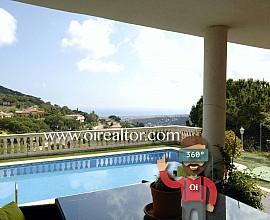 Casa familiar en venta con vistas al mar en Cabrils