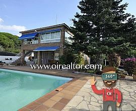 Exklusives Küstenhaus zum Verkauf mit Garten und Schwimmbad in Premià de Dalt, Maresme