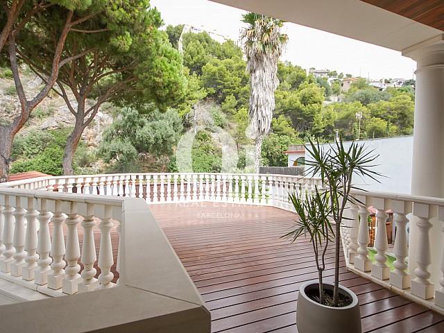 Terrasse des Luxus-Anwesens zum Kauf in Sitges bei Barcelona