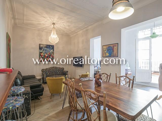 Appartement rénové à vendre dans immeuble de style à calle Nápoles