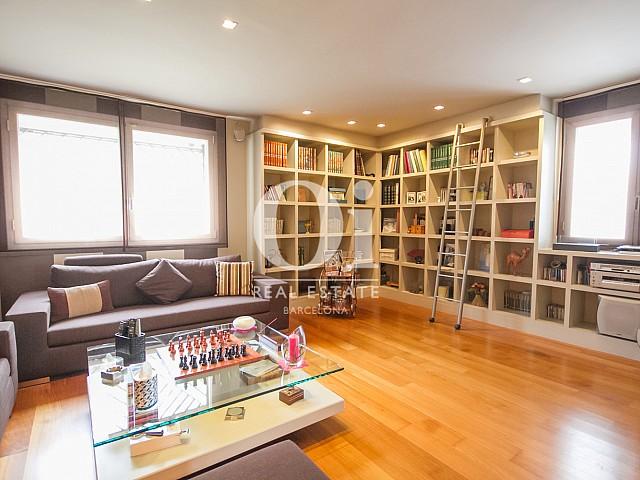 Spacieux et lumineux salon dans une maison de luxe en vente à Sitges
