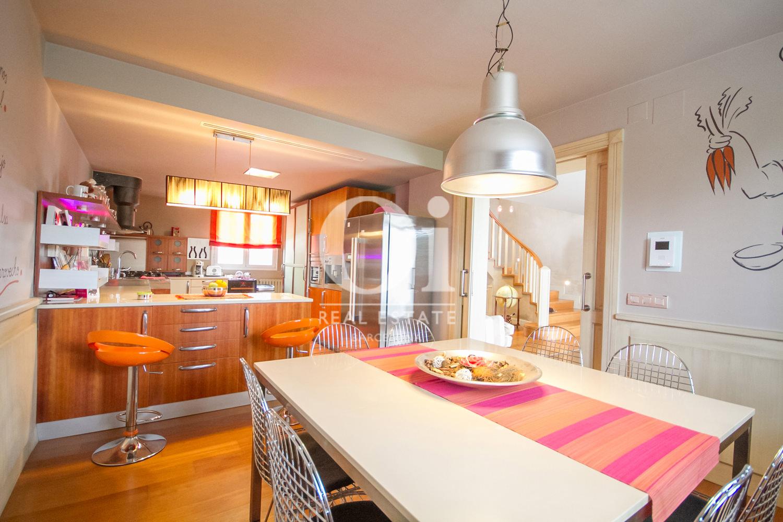 Küche im Luxus-Anwesen zum Kauf in Sitges bei Barcelona