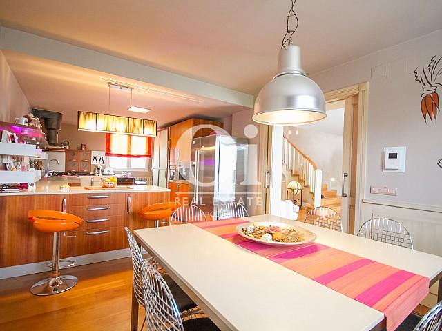 Grande cuisine équipée dans une maison de luxe en vente à Sitges