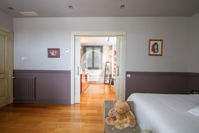 Вид спальни в великолепном доме на продажу в Sitges