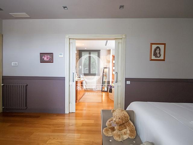 Chambre type suite dans une maison de luxe en vente à Sitges