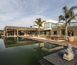 Lujosa casa en venta con tecnología domótica en el Golf de Perelada, Costa Brava