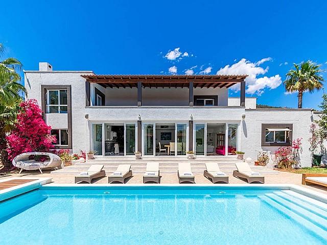 En venta casa exclusiva de campo en Cala Jondal, Ibiza