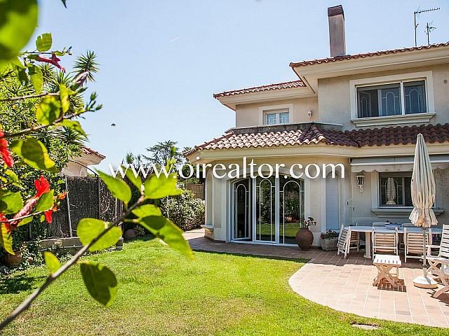 Lovely corner house for sale in Alella, Maresme