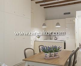 Продается уютная дизайнерская квартира в районе Саграда Фамилия, Барселона