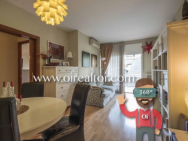 Sunny, quiet apartment for sale in Sagrada Familia, ready to move into.