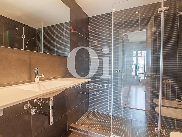 Вид ванной комнаты в изумительном пентхаусе в аренду в левой части Эшампле, Барселона