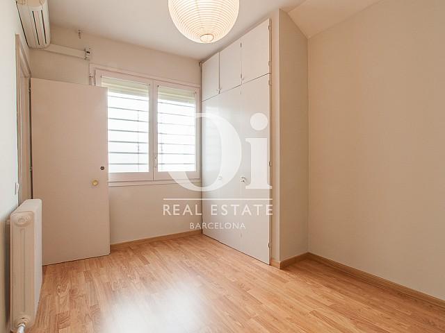 Вид просторной спальни в изумительном пентхаусе в аренду в левой части Эшампле, Барселона