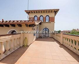 Elegant villa en venda a Castelldefels a 200 metres del mar