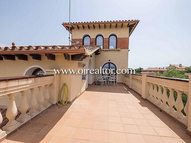 Elegante villa en venta en Castelldefels a 200 metros del mar