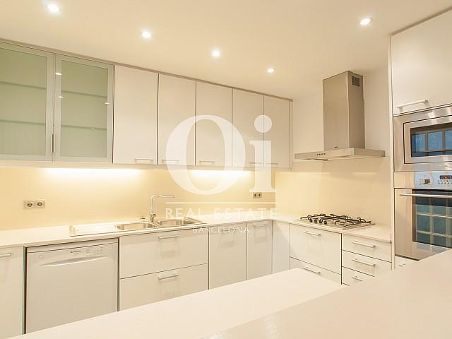 Küche des Luxus-Penthouse zur Miete im Eixample Esquerra in Barcelona