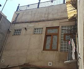 Edificio en venta en Barcelona a rehabilitar con dos unidades registrales en Poblenou