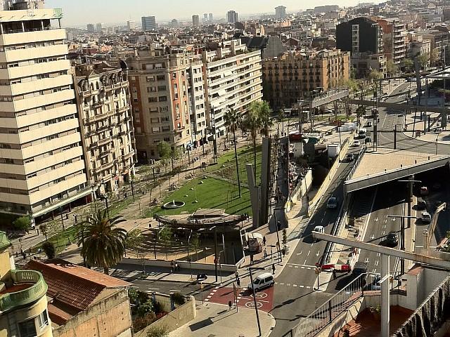 Вид на площадь Лессепс в районе Грасиа из одного из зданий на продажу