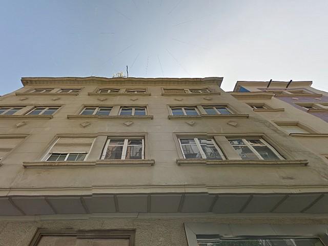 Вид одного из зданий на продажу в районе Грасиа